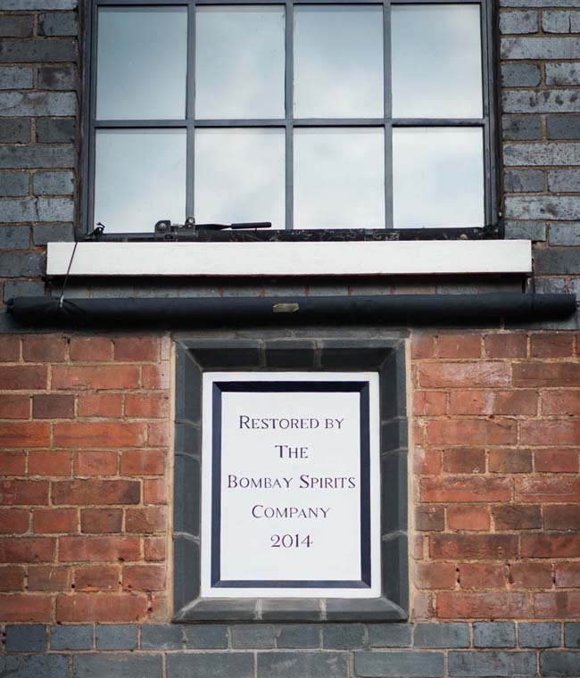 An-official-plaque-marking-the-restoration-of-Laverstoke-Mill-by-the-Bombay-Spirits-Company