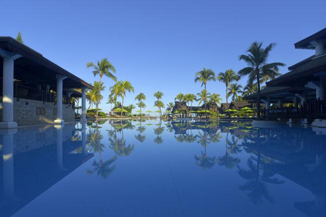 40 - Sofitel Mauritius L'Imperial Resort & Spa - Pool Overlooking sea