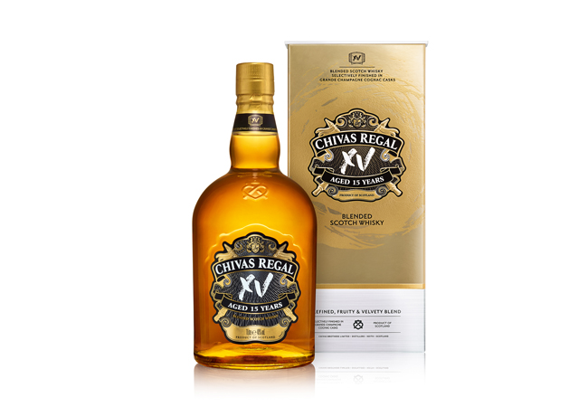 CHIVAS XV_PACK+BOTTLE_CLEAR_FACE_WHITE BACKGROUND_sRGB
